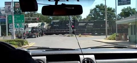 Um acidente de trem incrível na cidade de Luisiana nos EUA