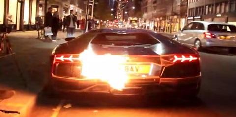 Como fazer uma Lamborghini Aventador pegar fogo