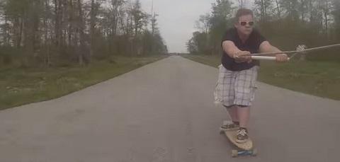 Caindo do skate a 60 km/h
