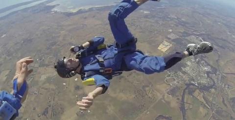 Paraquedista perde a consciência a 9000 pés do chão