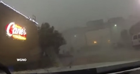 Tempestade derruba trem de ponte em Nova Orleans