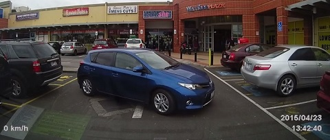 Idiota tentando estacionar