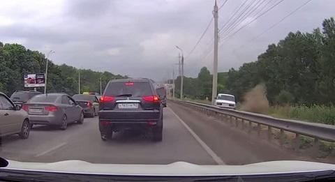 Pegando um atalho para fugir do trânsito