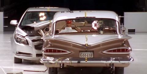 Crash-test entre um Bel Air 1959 e um Chevrolet Malibu 2009