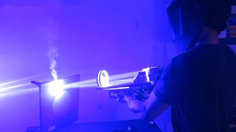 Uma bazuca Laser feita de sucata