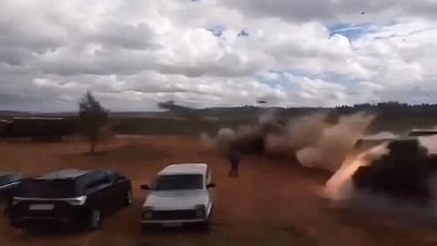 Helicóptero militar dispara acidentalmente durante treinamento