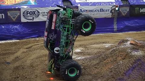 O que esse cara faz com um Monster Truck é incrível