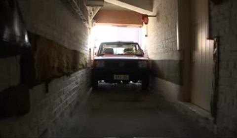 Pense em uma garagem apertada