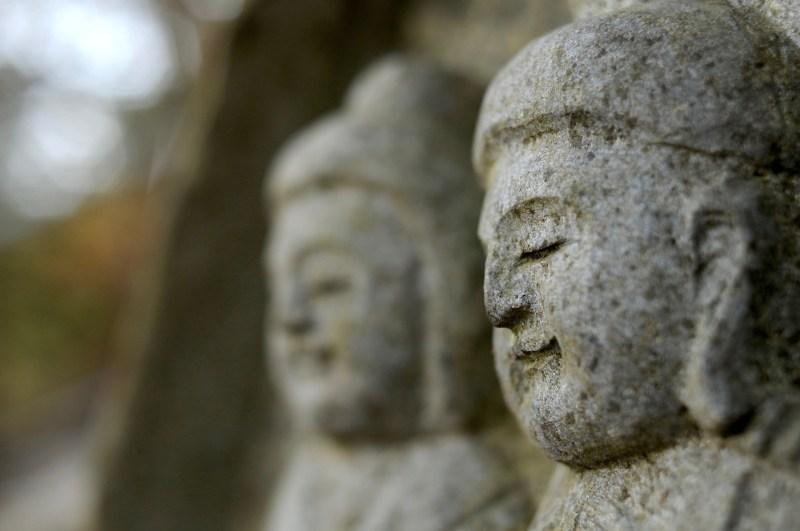 微笑む 仏像