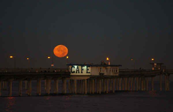 Moon at pier 11-1-09 jgrant-sm