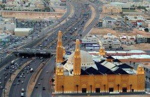 riyadh-saudi-arabia-cars-freeway
