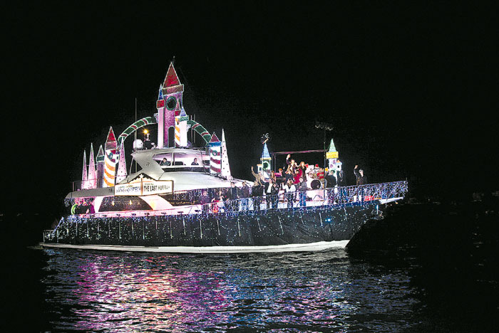 San Diego Bay Parade Of Lights Impressive Boat Parades In Mission Bay And San Diego Bay Light Up The Holiday