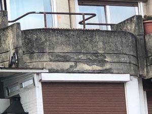 Se reparan los estallidos producidos pir la oxidación de la armadura metálica del hormigón estructural y ornamental de la propiedad con morteros técnicos de reparacion del hormigón incluso pasivizacion de metal o ferralla para evitar futuros estallidos estallidos producidos por la oxidación de la armadura metálica del hormigón estructural