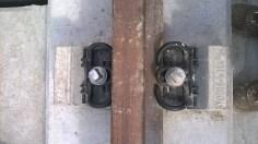 Sujetadores en riel sobre bloque