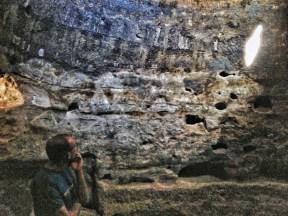 Las muescas talladas en el iris de roca confieren distintas formas al rayo. LUIS ROCA ARENCIBIA
