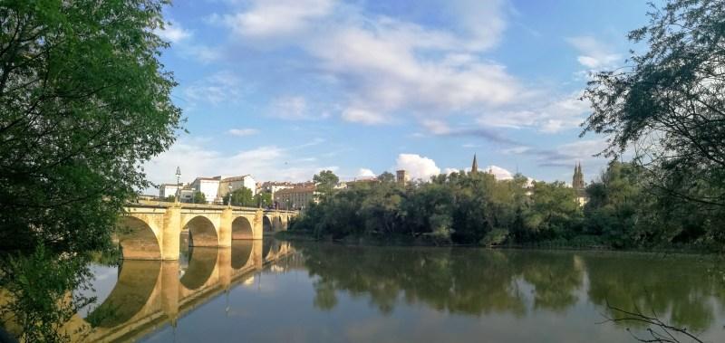 Puente de piedra sobre el río Ebro en Logroño. Foto: Alejandro Morales Vargas