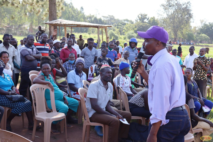 Muntu addressing residents of Nakaseke