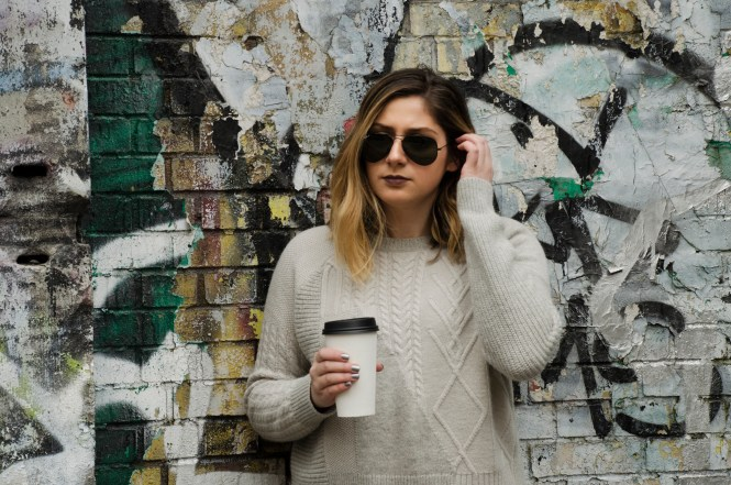 Black-Ray-Bans-Grey-Sweater-Details