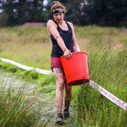 Le Bucket : Une épreuve de force composée d'un seau à remplir de gravier puis à porter le long d'un circuit.