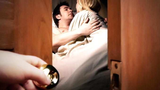Любимая в постели онлайн, как трахает узбечки через