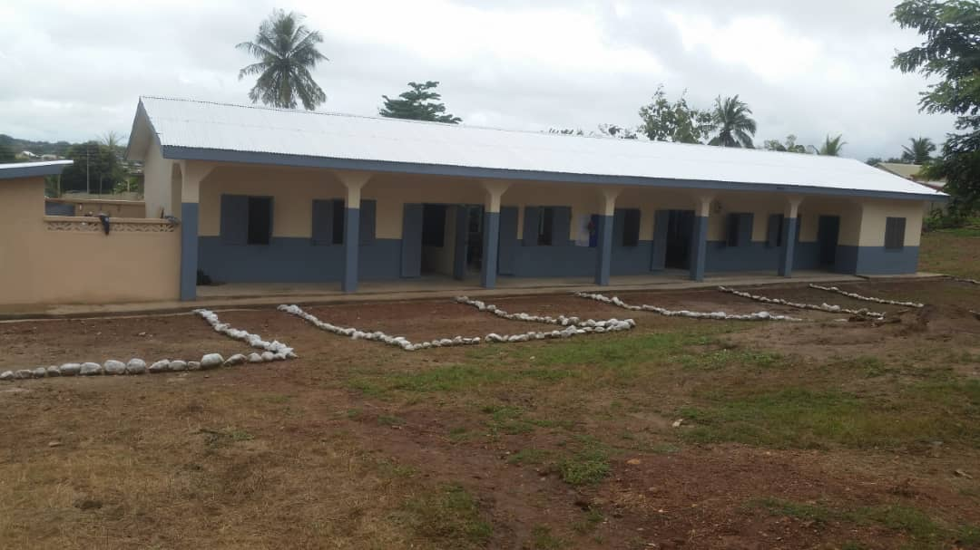 Rotary club supports Sunyani Estate school with new block