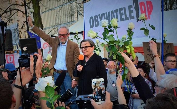 Agnieszka Holland przemawia na ostatniej kontrmiesięcznicy Obywateli RP