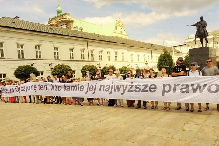Przed Pałacem Prezydenckim, 8.07.2018