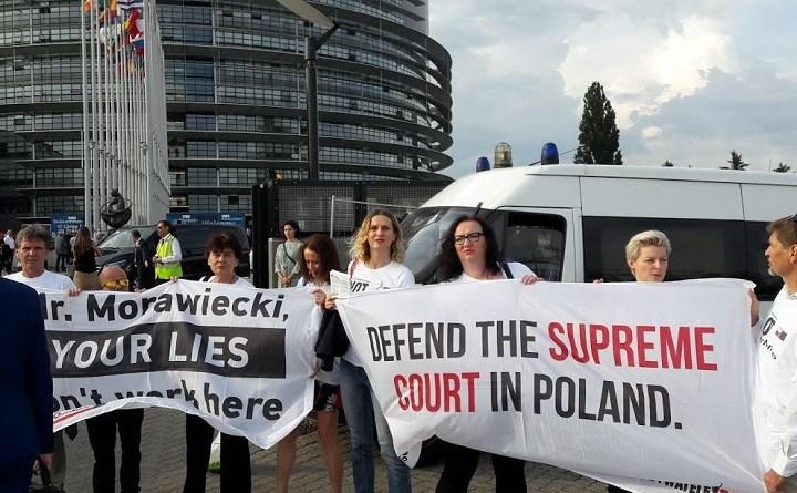 Pikieta przed Parlamentem Europejskim