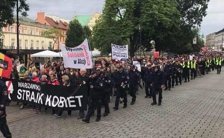 Demonstracja idzie sprzed Sejmu pod Sąd Najwyższy, 2.07.2018