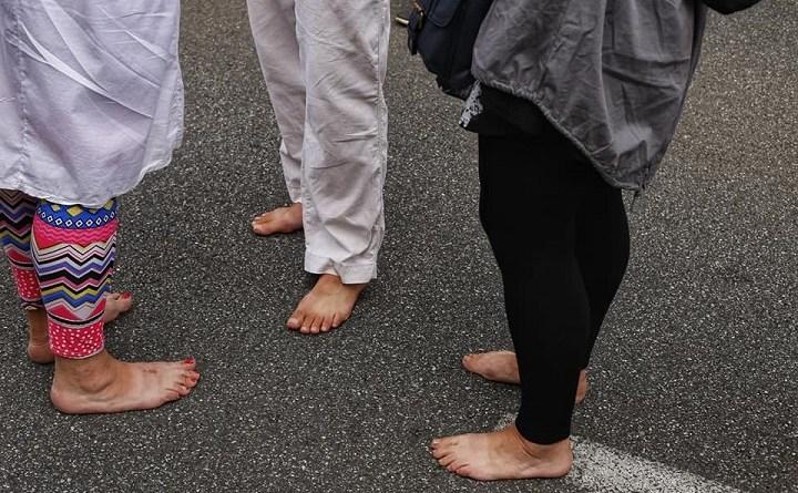 15 sierpnia 2018. Obywatele RP boso na blokadzie marszu ONR