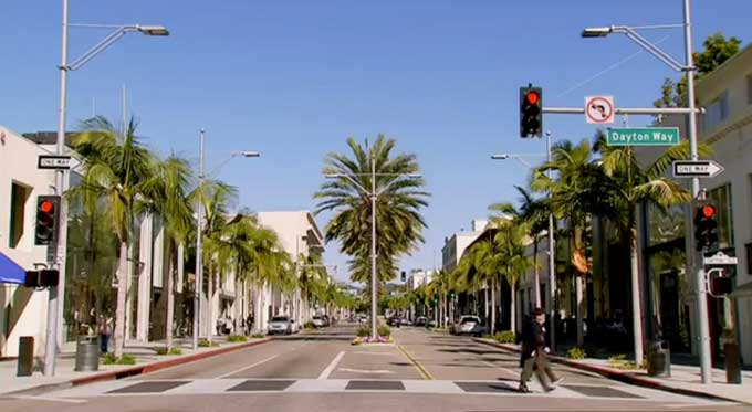 Bud Clayman crossing the street in LA in the documentary OC87 - Exposure Response Prevention