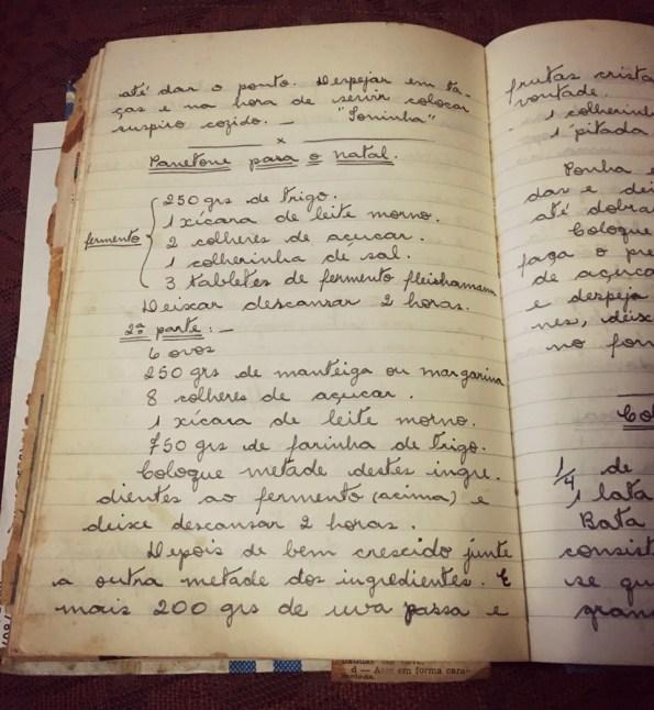 Receita de panetone anotada no caderno de Joana