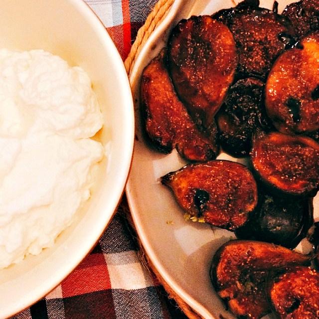 Figos tostados com chantilly de cachaça - O Caderno de Receitas
