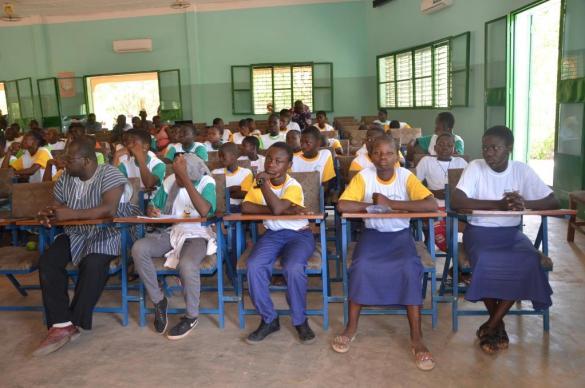 Une vue partielle des élèves de Dissin et de Dano pendant la conférence des jeunes
