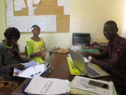 De droite gauche Monsieur Alexandre SAWADOGO, responsable à l'Organisation des NAK, Mme Foulératou BENIN et Mme Ida CANLIGAN du CRV-CO
