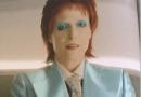 Deuses Americanos | Gillian Anderson aparece caracterizada como David Bowie em imagem da série