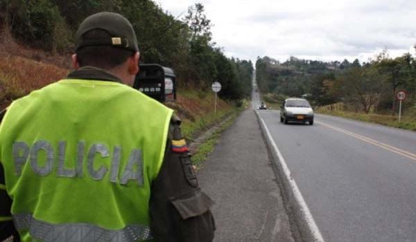 policia-carretera-seguridad-velocidad-carro-jun-21