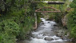 El puente colonial ubicado sobre Río Lindo