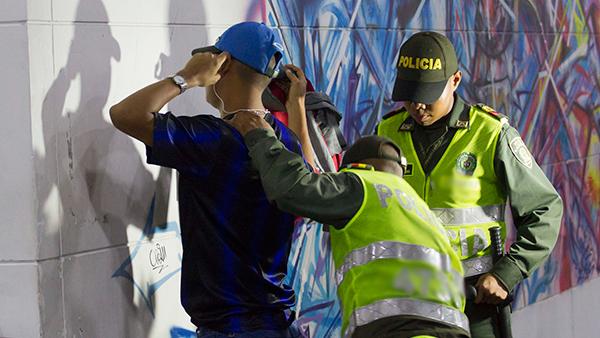 Seguridad policia requisa