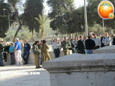 Febr 7 2013 Settlers and armed forces desecrate al-Aqsa Mosque - Photo by QudsMedia 21