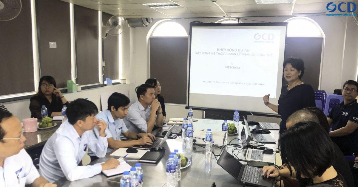 Giảng viên Nguyễn Thị Nam Phương, Tư vấn trưởng của OCD làm Trưởng nhóm tư vấn