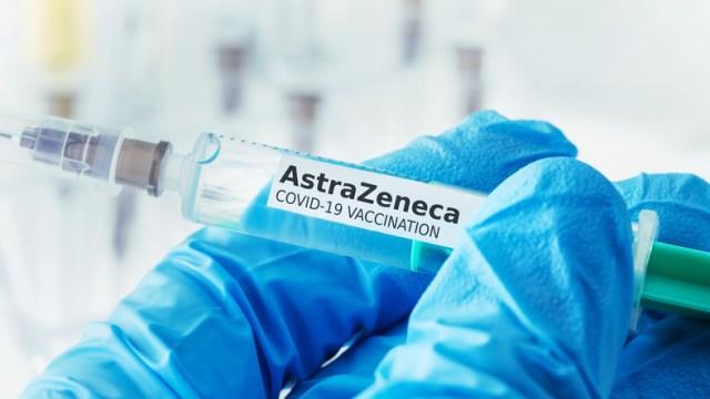 Zamieszanie w sprawie szczepionki AstraZeneca