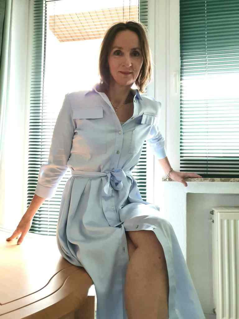 hemdenblusenkleid_hellblau-stylen-loafers-silber-mode-ue50-blog-oceanblue-style.jpg