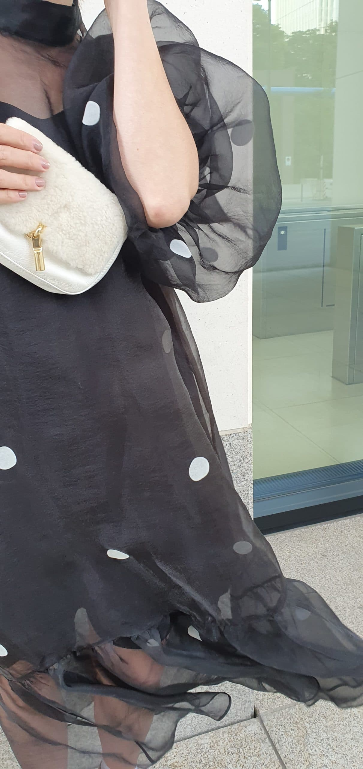 puffaermel-kleid-schwarz-gepunktet-mango-blog-mode-ue50-oceanblue-style.jpg