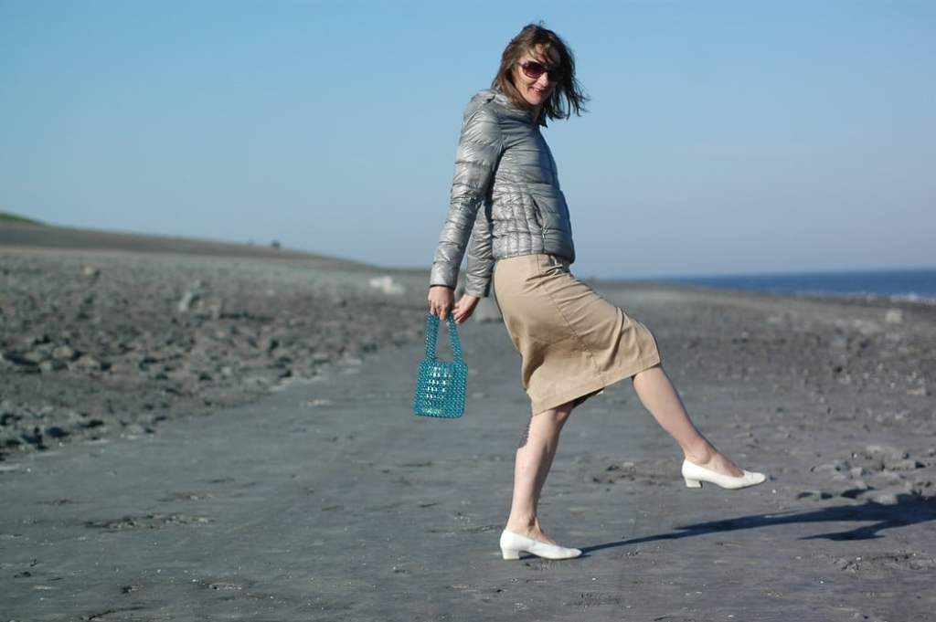 bluse-kariert_cargorock_victoria-beckham_mode-blog_ü50_pumps-weiss_daunenjacke_uniqlo_oceanblue-style.jpg