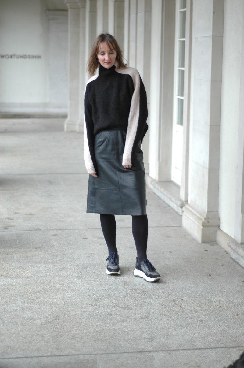 mode-basics_leder-rock_sneakers_mode-blog_ü50_frankfurt_oceanblue-style.jpg