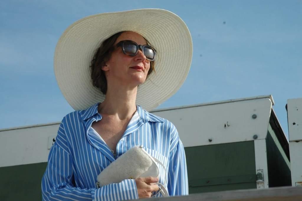 Sommerweiss_Culottes_Streifen-bluse_hellblau_Nordsee-Look_Deauville_Chanel_oceanblue-style.jpg