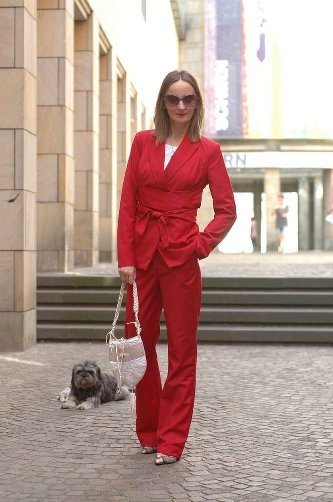 Anzug-mit-Taillengürtel-rot-Kimono-stil_mode-blog-ue50-frankfurt_oceanblue-style.jpg
