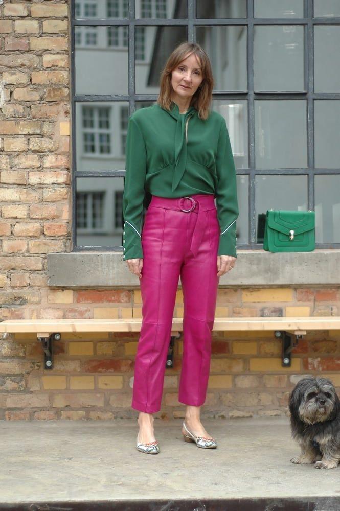 leder-hose_anzug_Pink_blazer-slingbacks_bulgari_tasche-bluse-schleife_Calvin-klein.mode-blog_ü50_frankfurt_oceanblue-style.jpg
