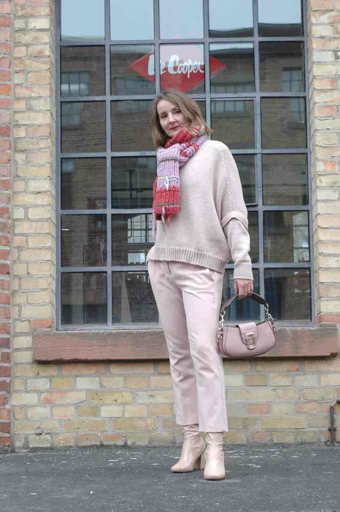 rosa_mantel-lack_stiefel-mode-blog-ue50-oceanblue-style.jpg